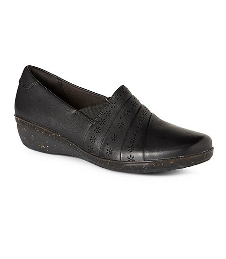 e2ee0d62e Clarks Women s Everlay Uma Slip-On Shoes ...