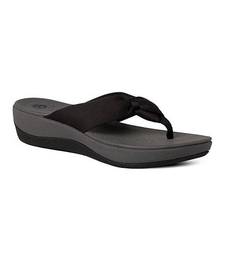 dec1810862af Clarks Women s Arla Glison Thong Sandals