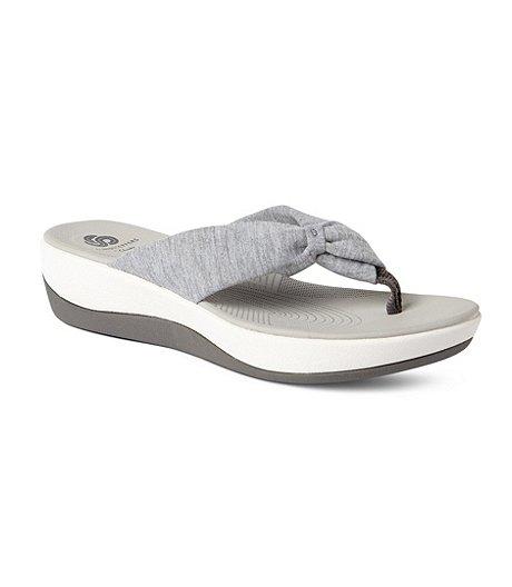 4fa01ecbfbb Clarks Women s Arla Glison Thong Sandals